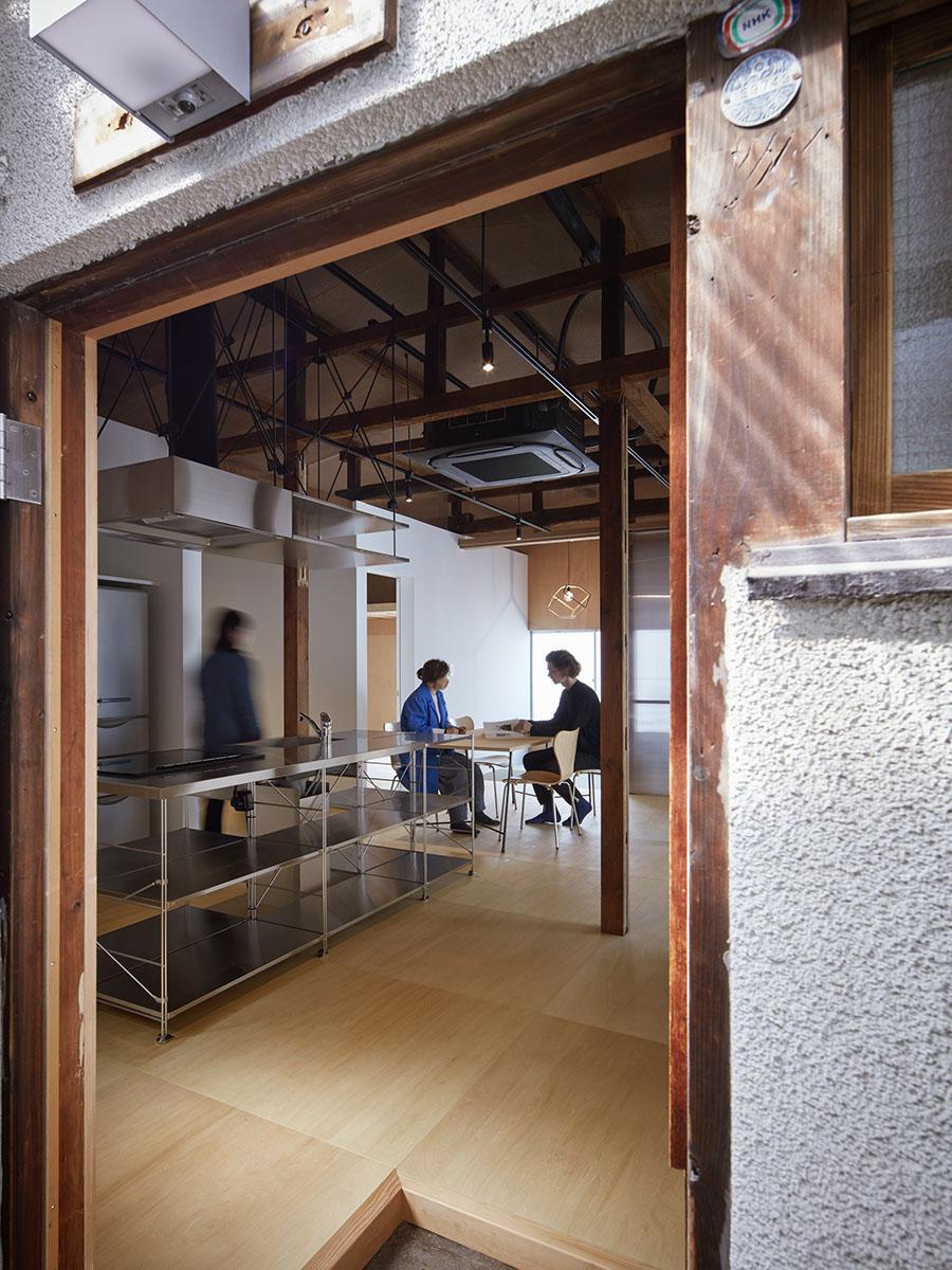 玄関から室内(撮影:Forward Stroke Inc. 奥村浩司)