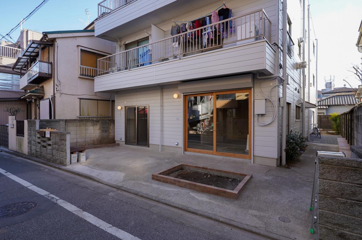1階には東長崎駅前のカフェ、MIAMIAを運営する設計事務所araが入居します