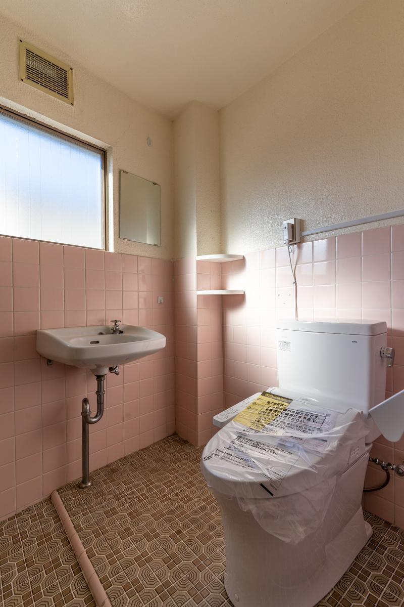 トイレはウォシュレット付きの最新式