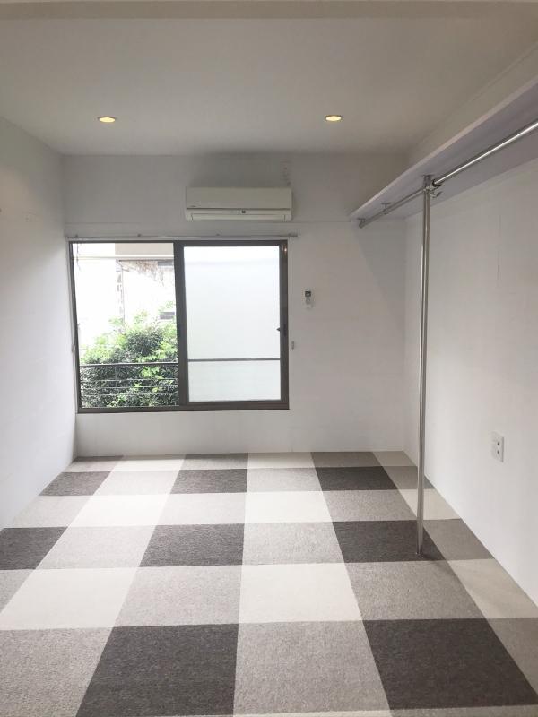 6号ラベンダー:薄いラベンダーカラーの壁です。カーペットは好きなものに替えてもOK(事前許可は必要)