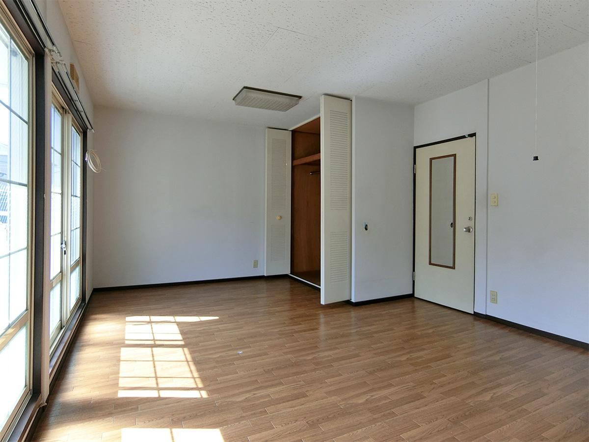 C棟の6号室:こちらも日光が入り、明るい