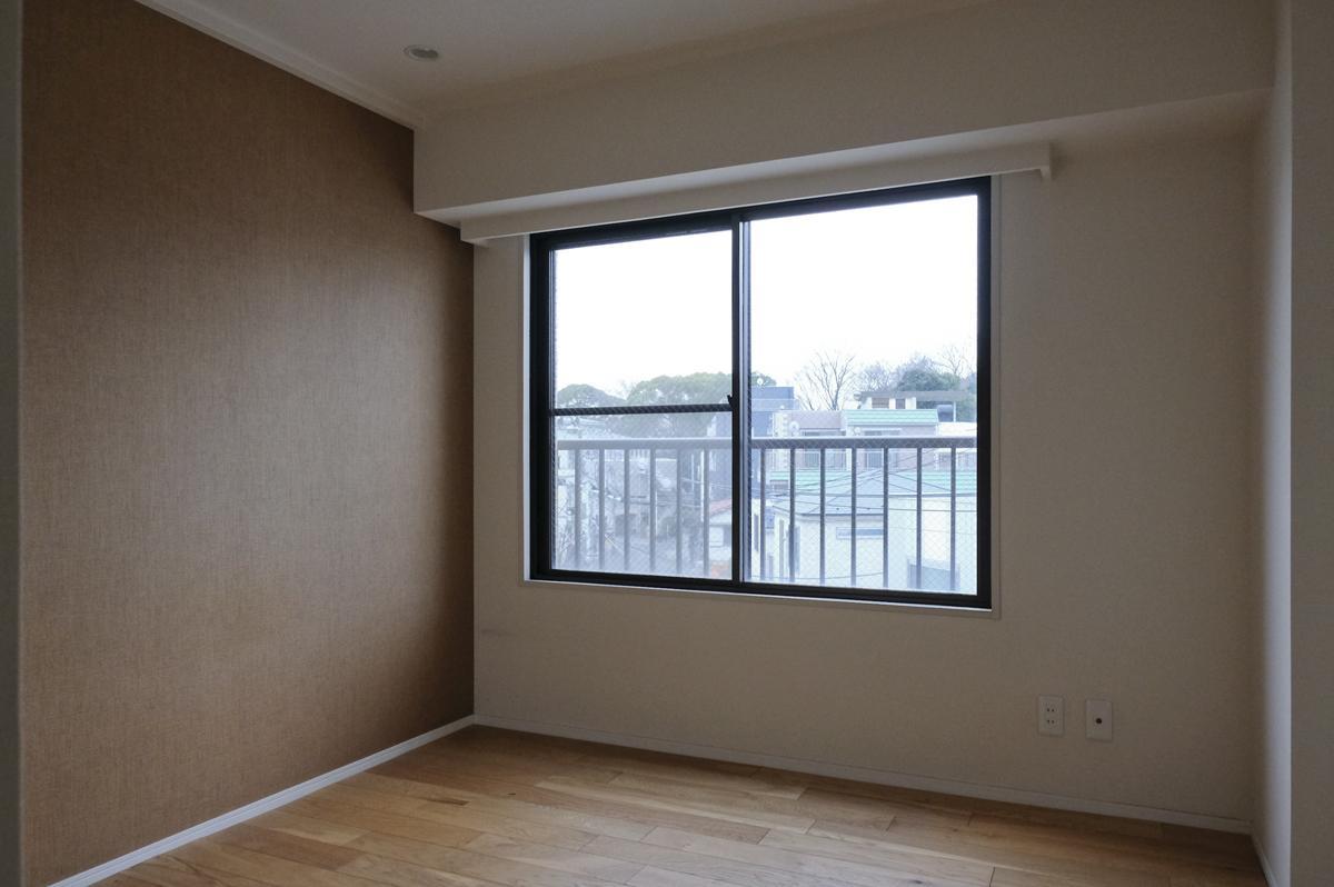 寝室はイージーロックフローリングの床