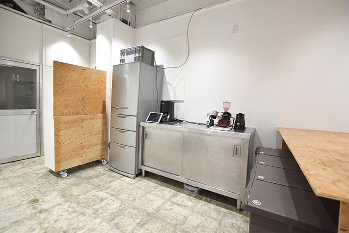 【共用部】冷蔵庫や電子レンジなど調理器具が揃っている