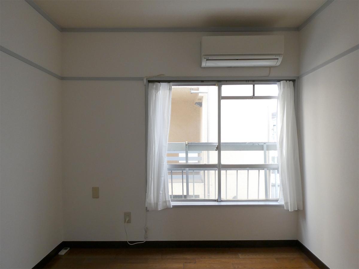 北東側の4.5畳の洋室。こちらにも窓があるので風が通ります
