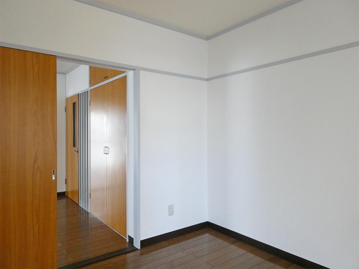 北東側の4.5畳の洋室