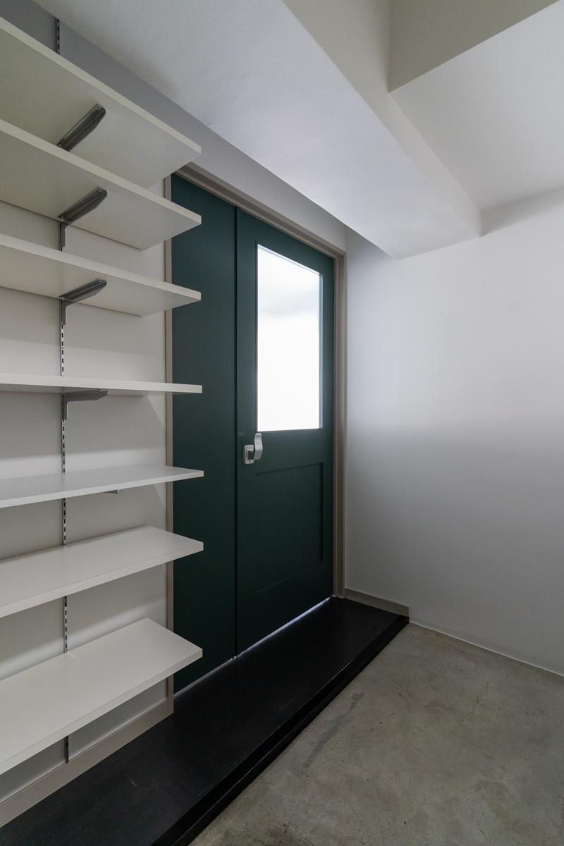 玄関ドアとリビングの間のスペース