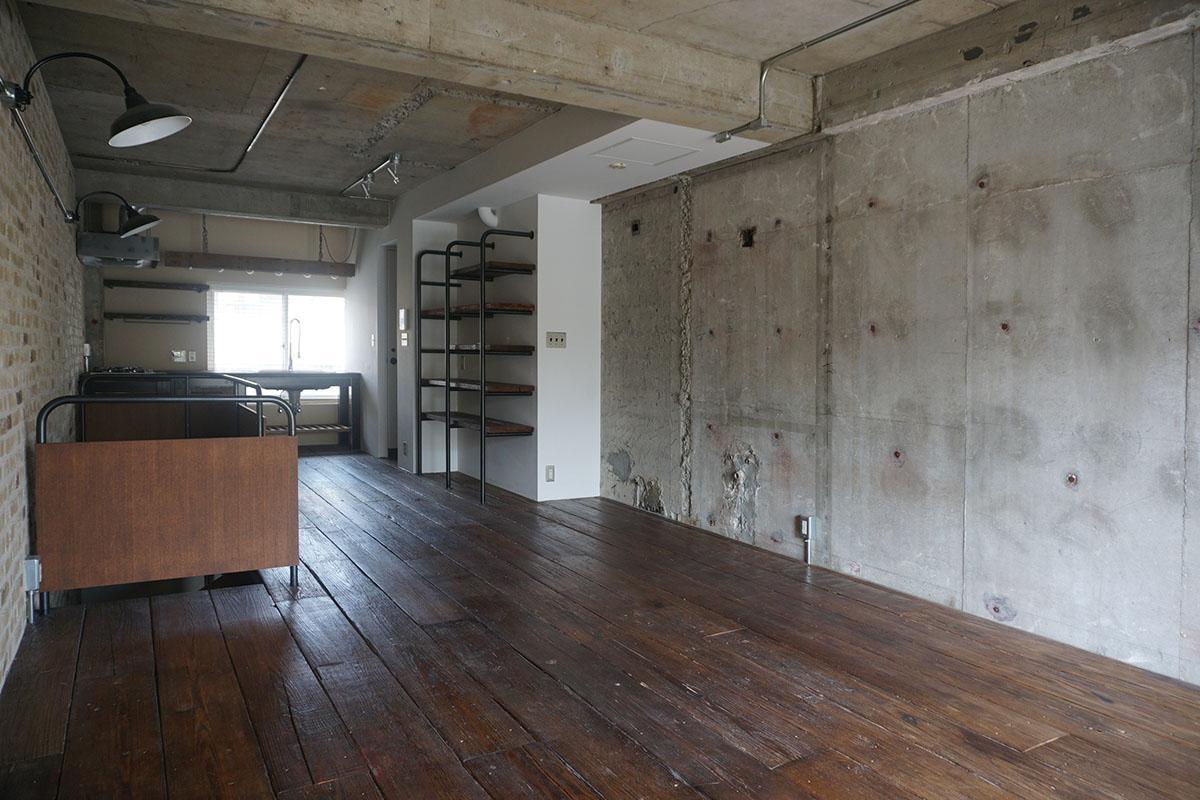 3階16畳LDK:コンクリートはゴッツゴツ
