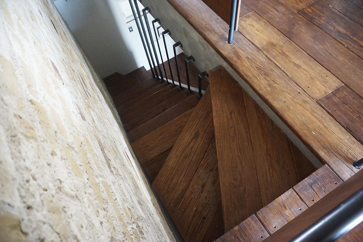 階段の床材も居室と同じもの