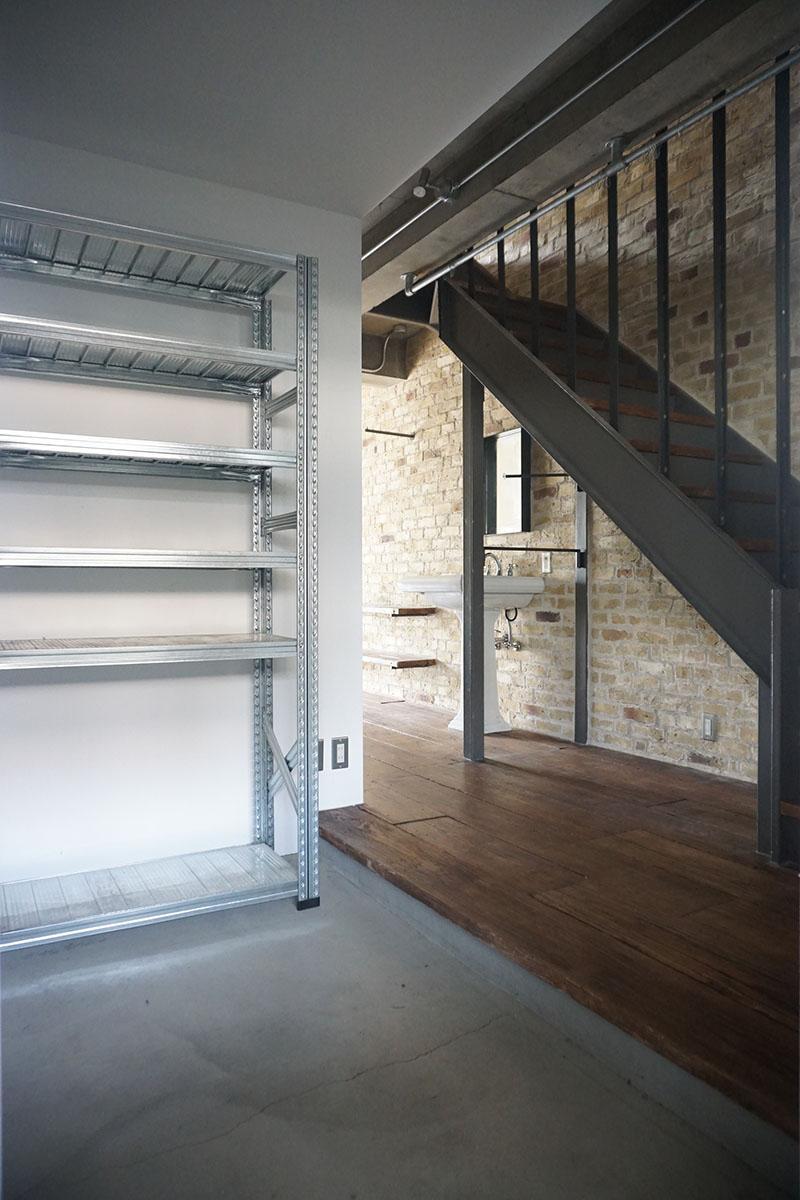 2階玄関:土間、自転車を駐輪できる広さ