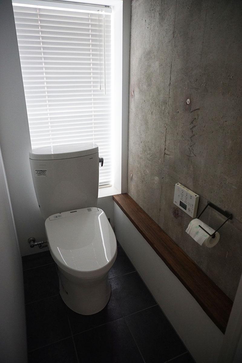 3階トイレ:洗面台の向かいにある
