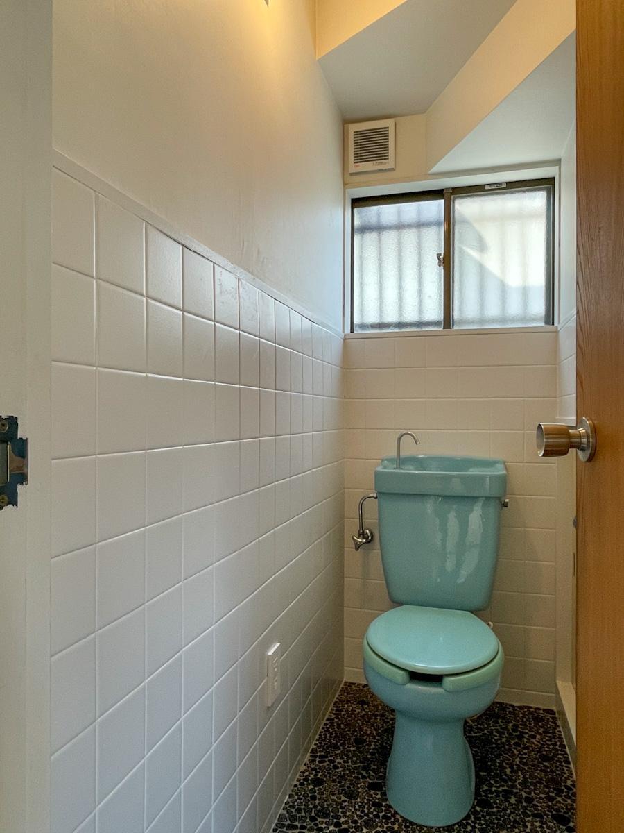 1階のトイレ。2階にも1カ所トイレがある