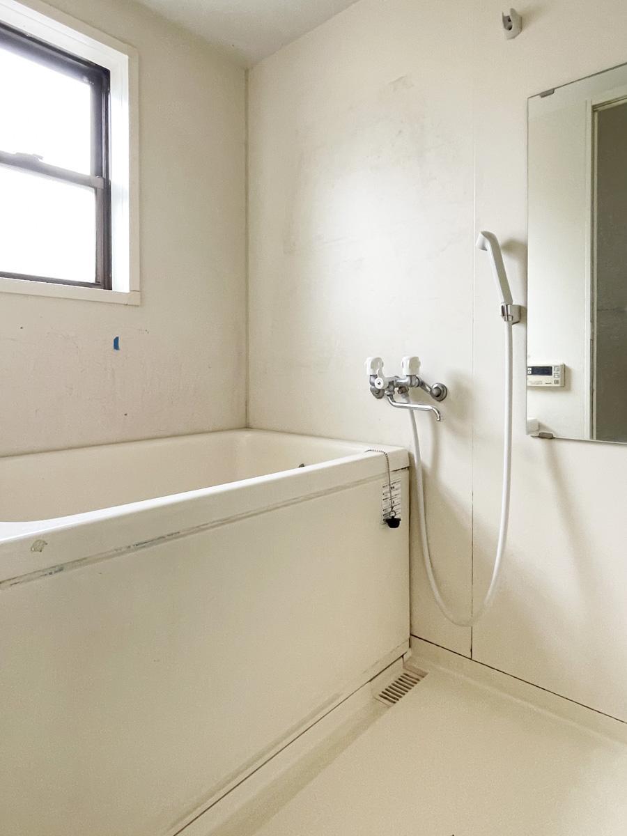 深めの浴槽に、追いだきつき