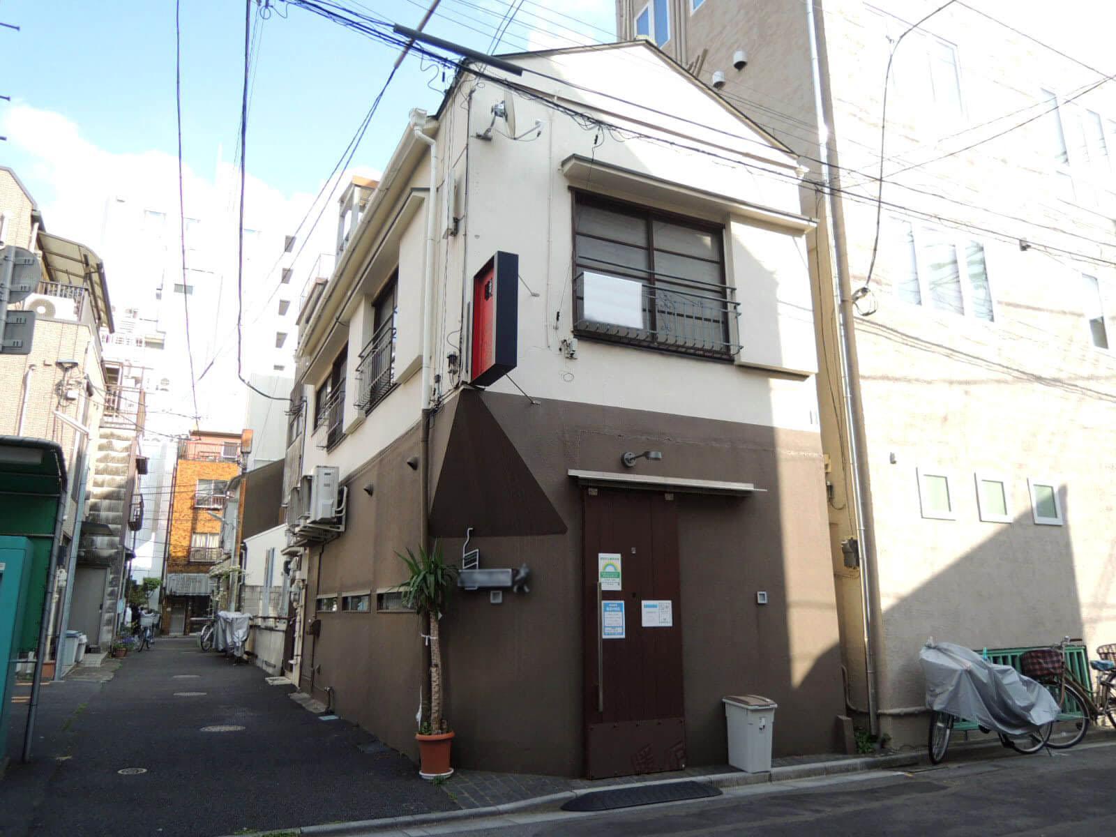 1階は夜営業の飲食店、2階は住居でもオフィスでも