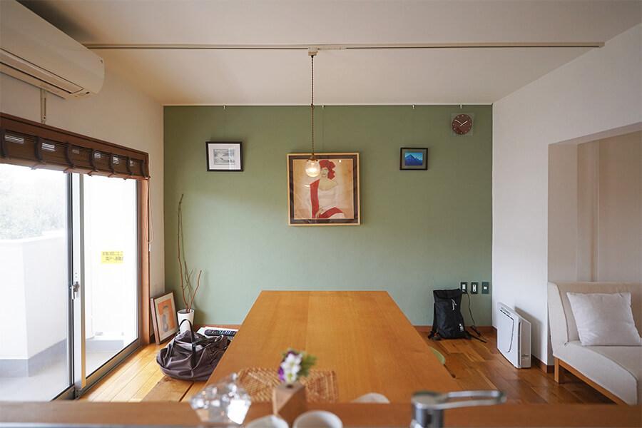 レトロな団地の印象を壊さないようなデザインに改装された室内。いい雰囲気