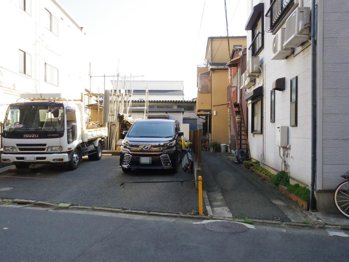 中原街道から一本入った通りの路地の奥。道幅は約2m