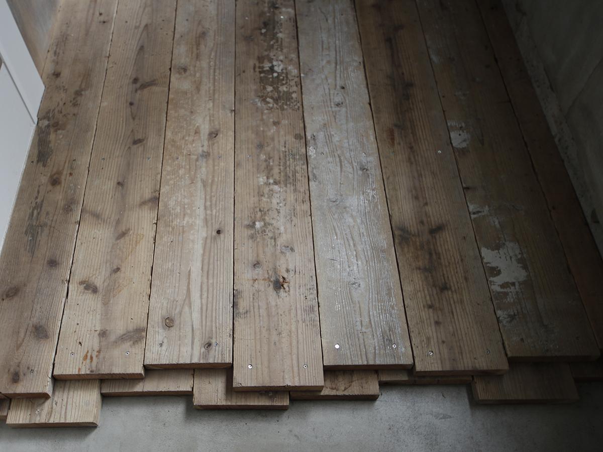 床材の足場板は重なった仕様