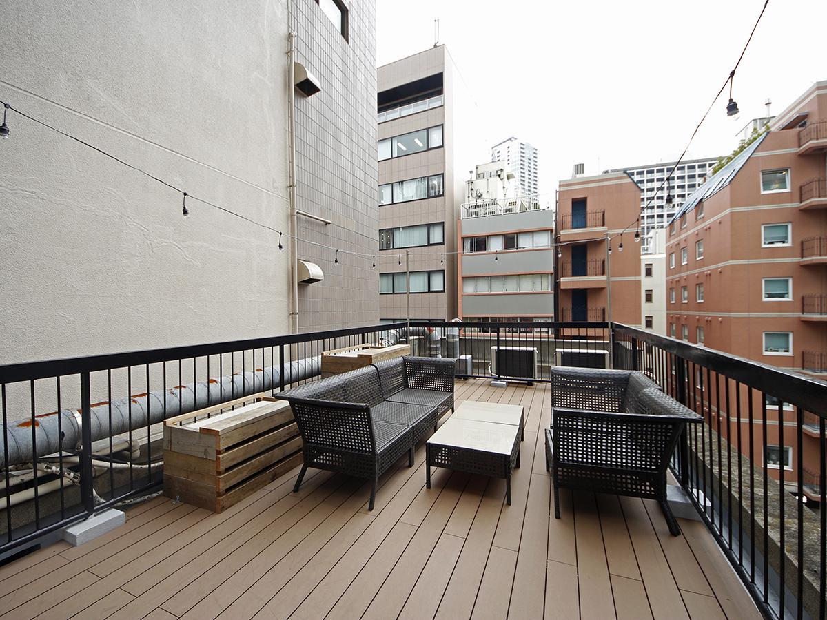 3,4階入居者共用の屋上。椅子などは撤去予定