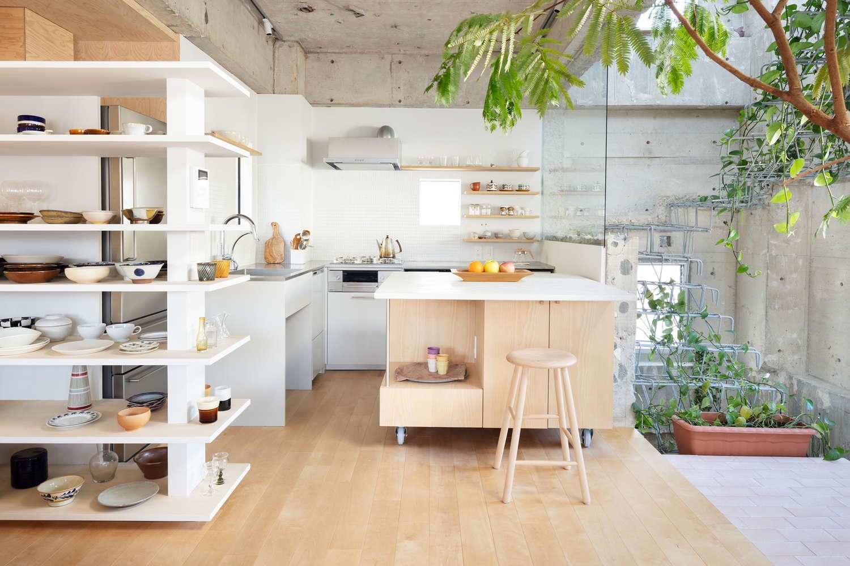 食器棚やテーブルも空間に合わせて設計