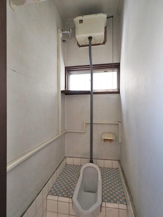トイレがかなりレトロ