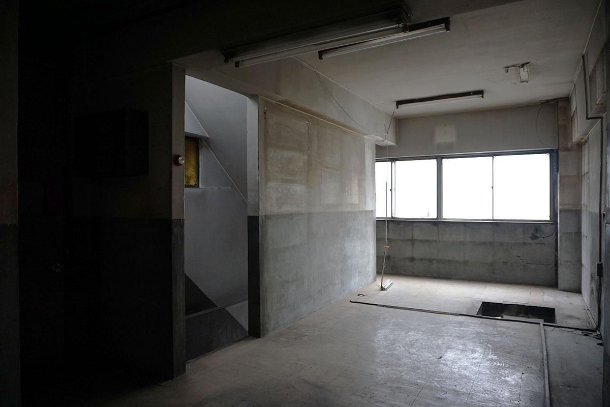 2階:照明を消すと暗い