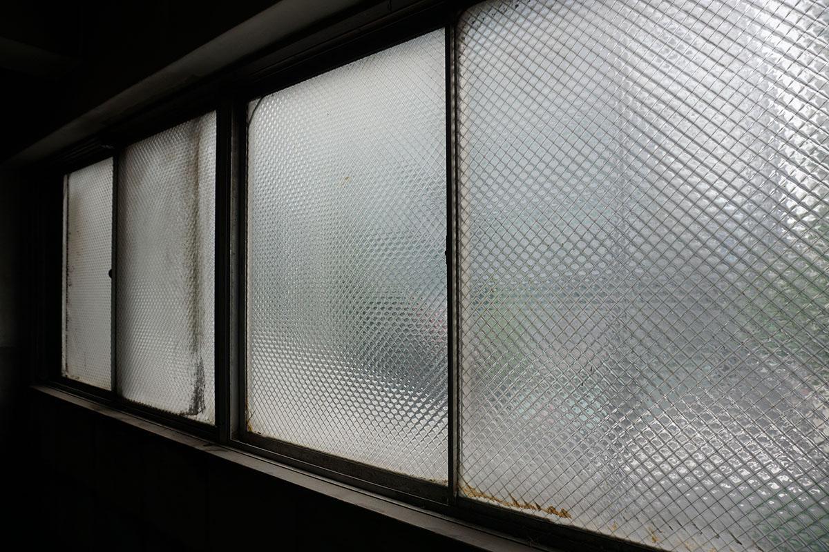 2階〜5階道路側の窓:渋くてかわいい