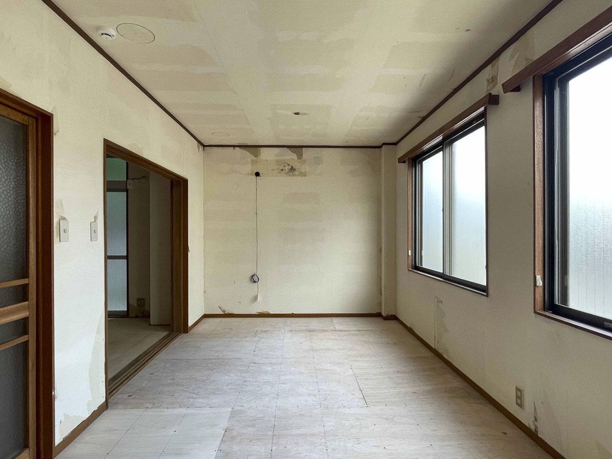 9.2畳の部屋:1階ですがかなり明るい部屋。窓は全てくもりガラス