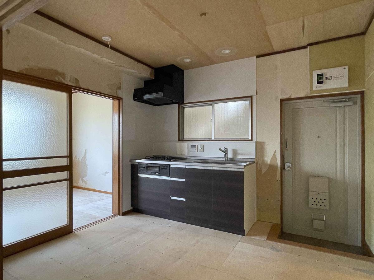 ダイニングキッチン:キッチンは新品に入れ替えられている