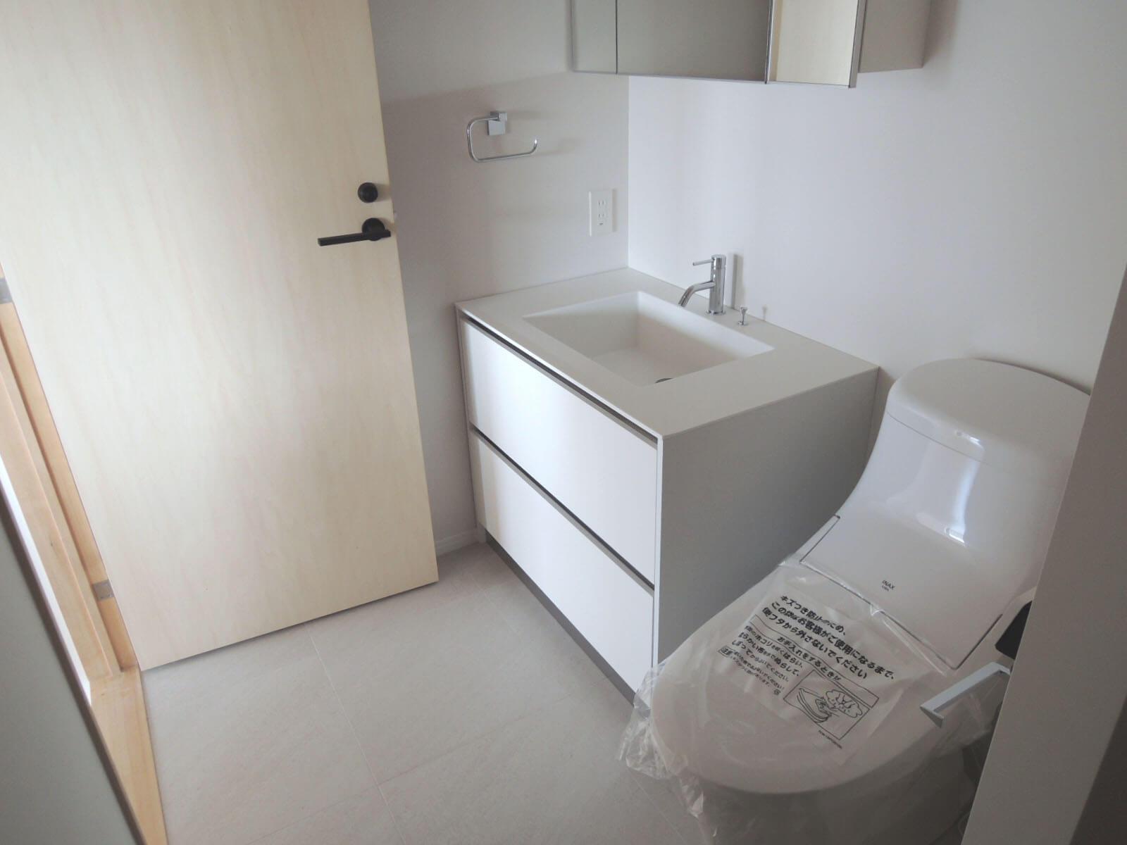 301(201): この部屋はトイレと洗面が同室です