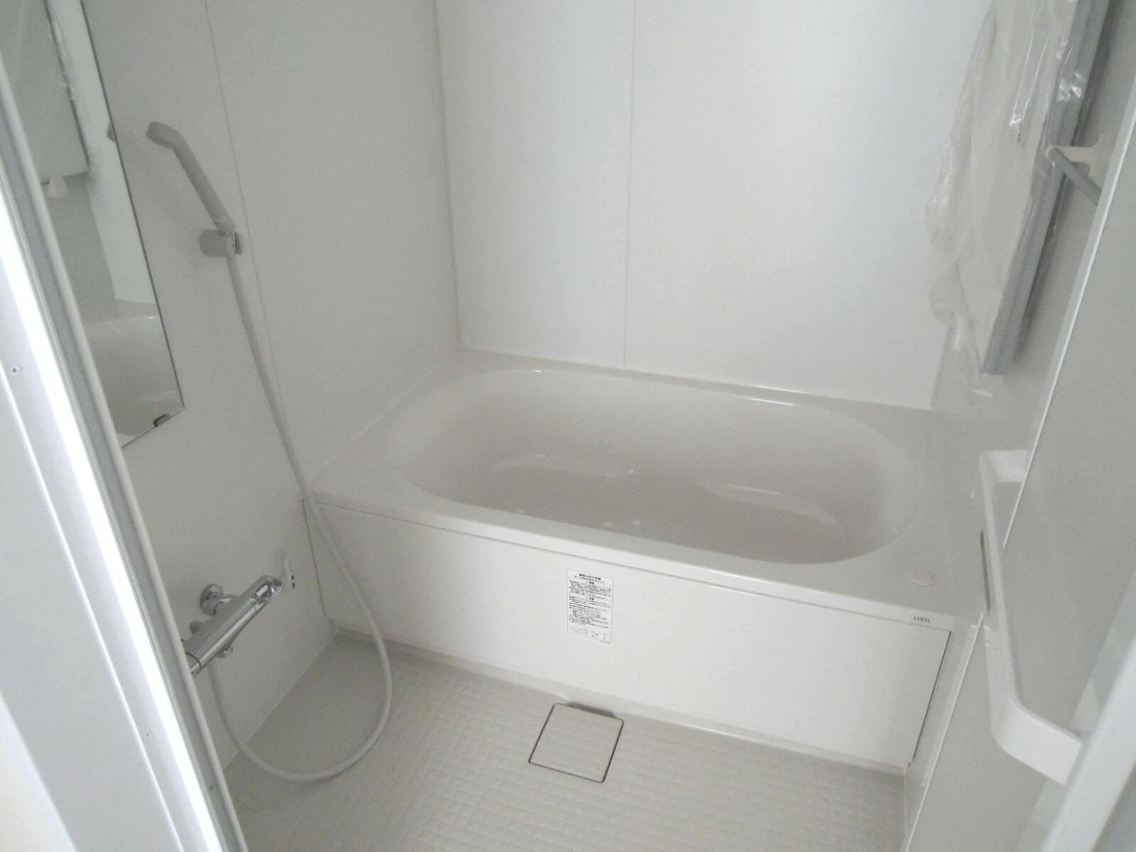301(201): 振り返ってトイレの並びにバスルーム