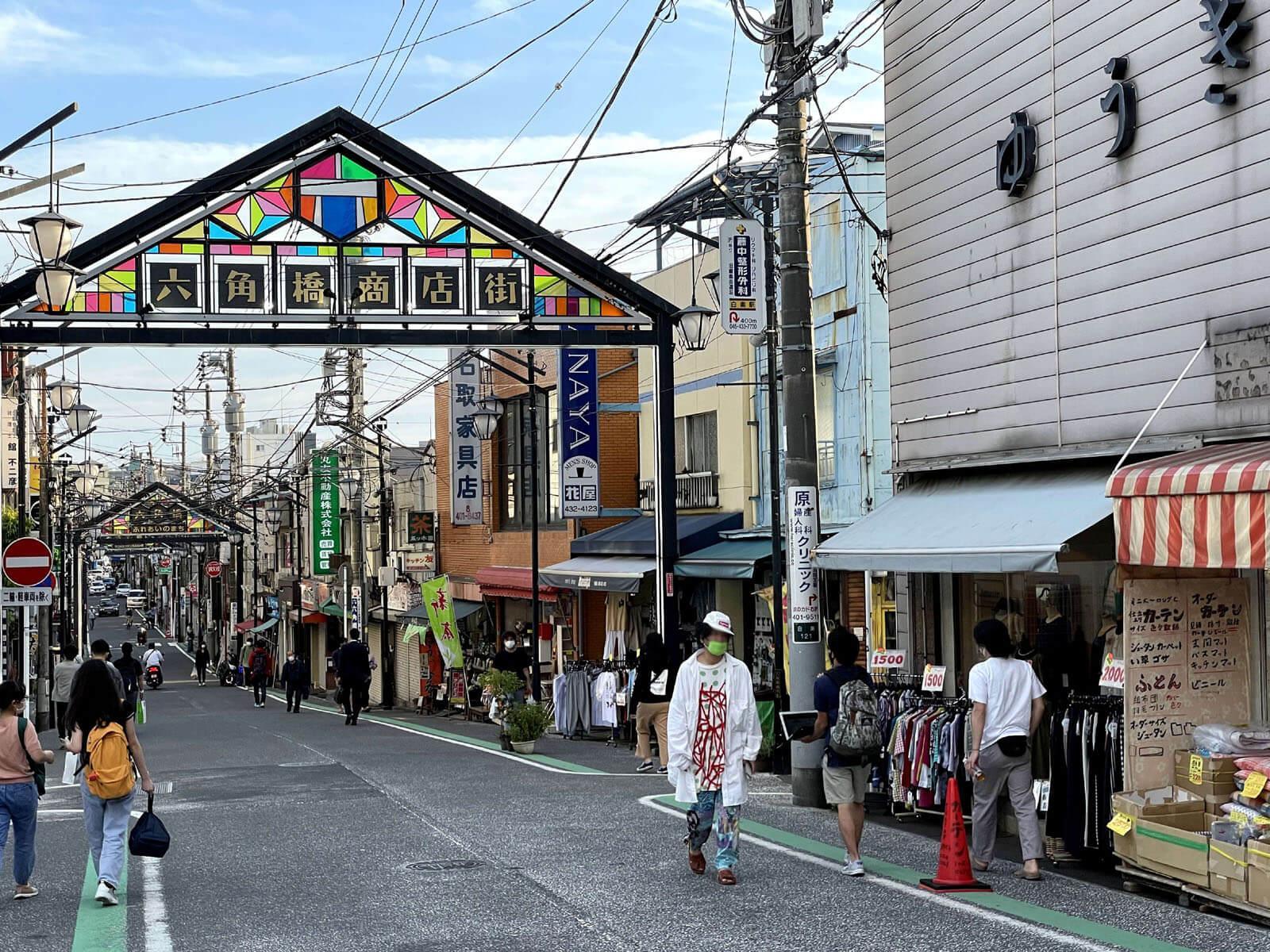 六角橋商店街、車道面はさほど驚きませんが、