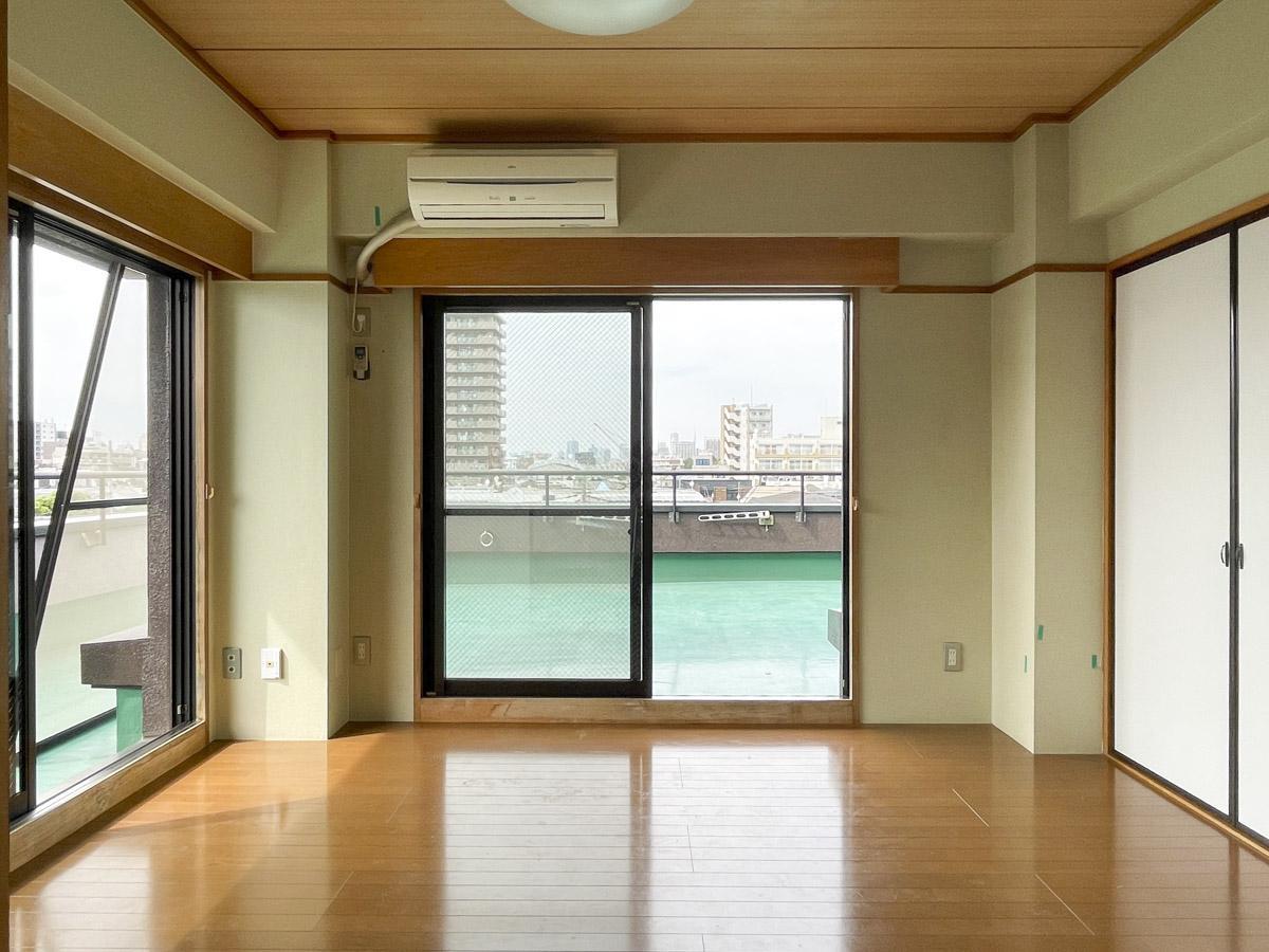 室内はシンプルな6畳洋室がふたつ