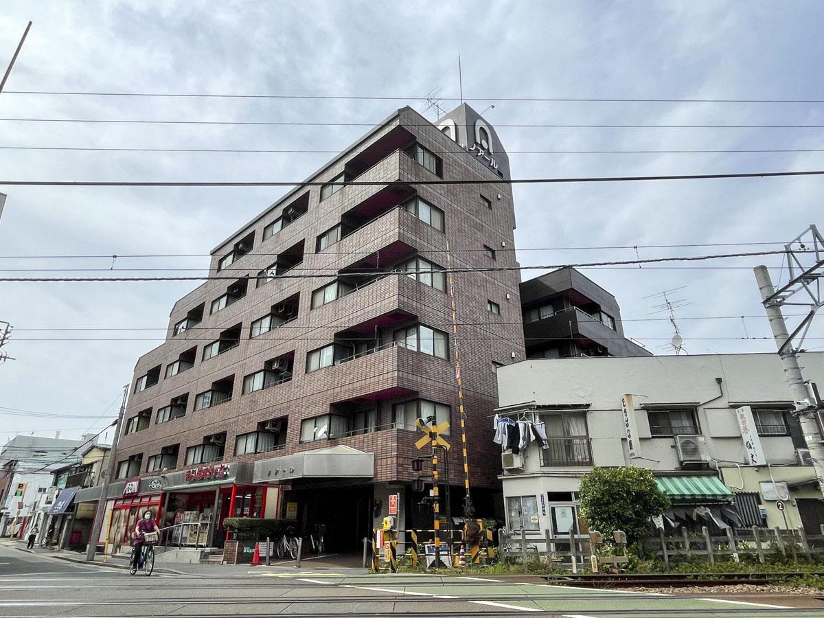 6階建の建物の5階部分。オートロックついてます