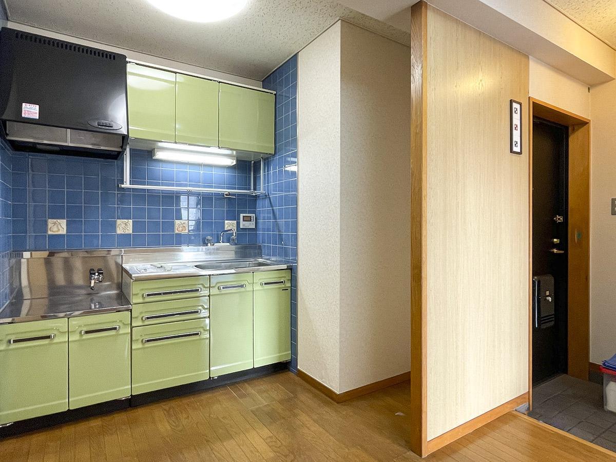 冷蔵庫置き場の幅が狭い点には注意