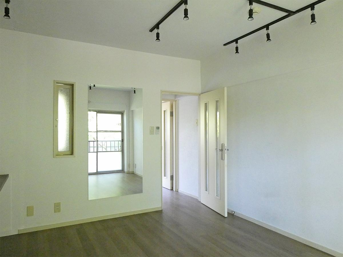 2階南東側洋室:大きめのミラーがついています