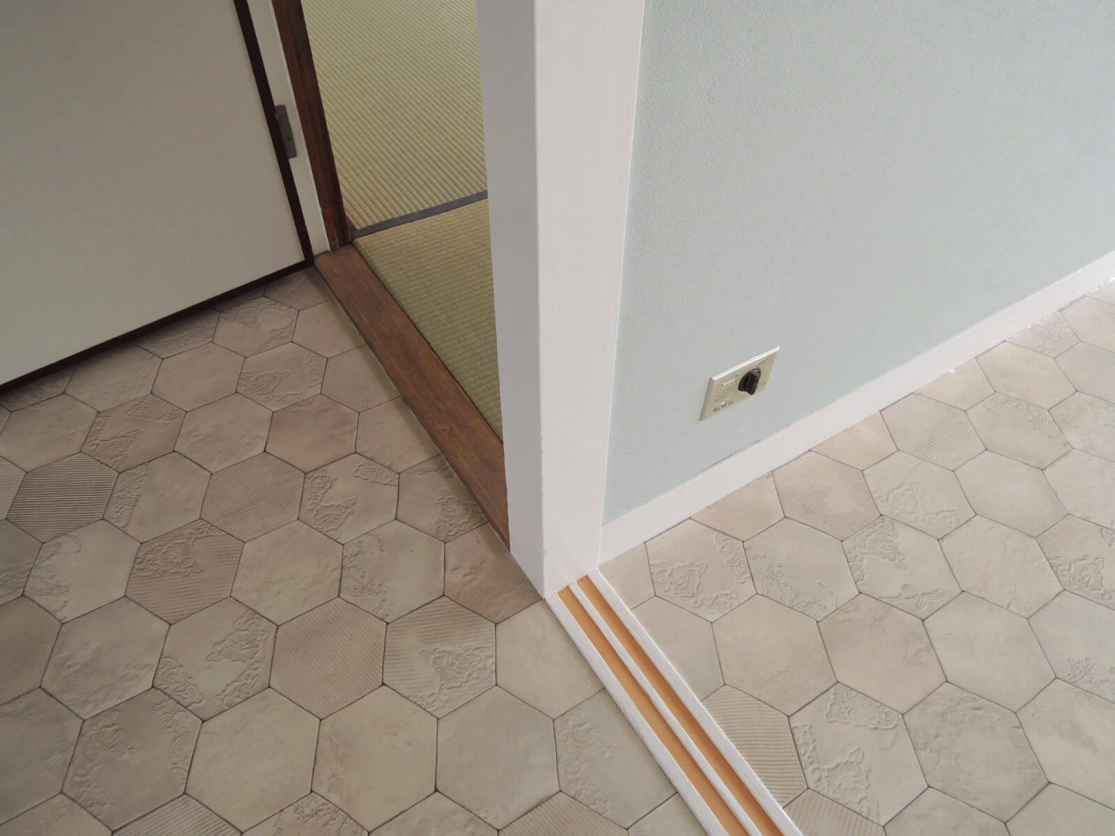 床の柄が独特ですが、掃除がしやすく気を使わずに済むタイプ