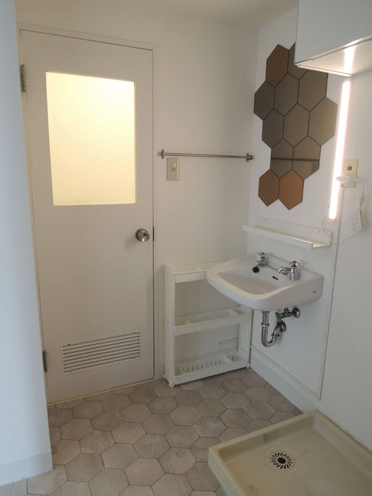 トイレは洗面所を経由してアクセス