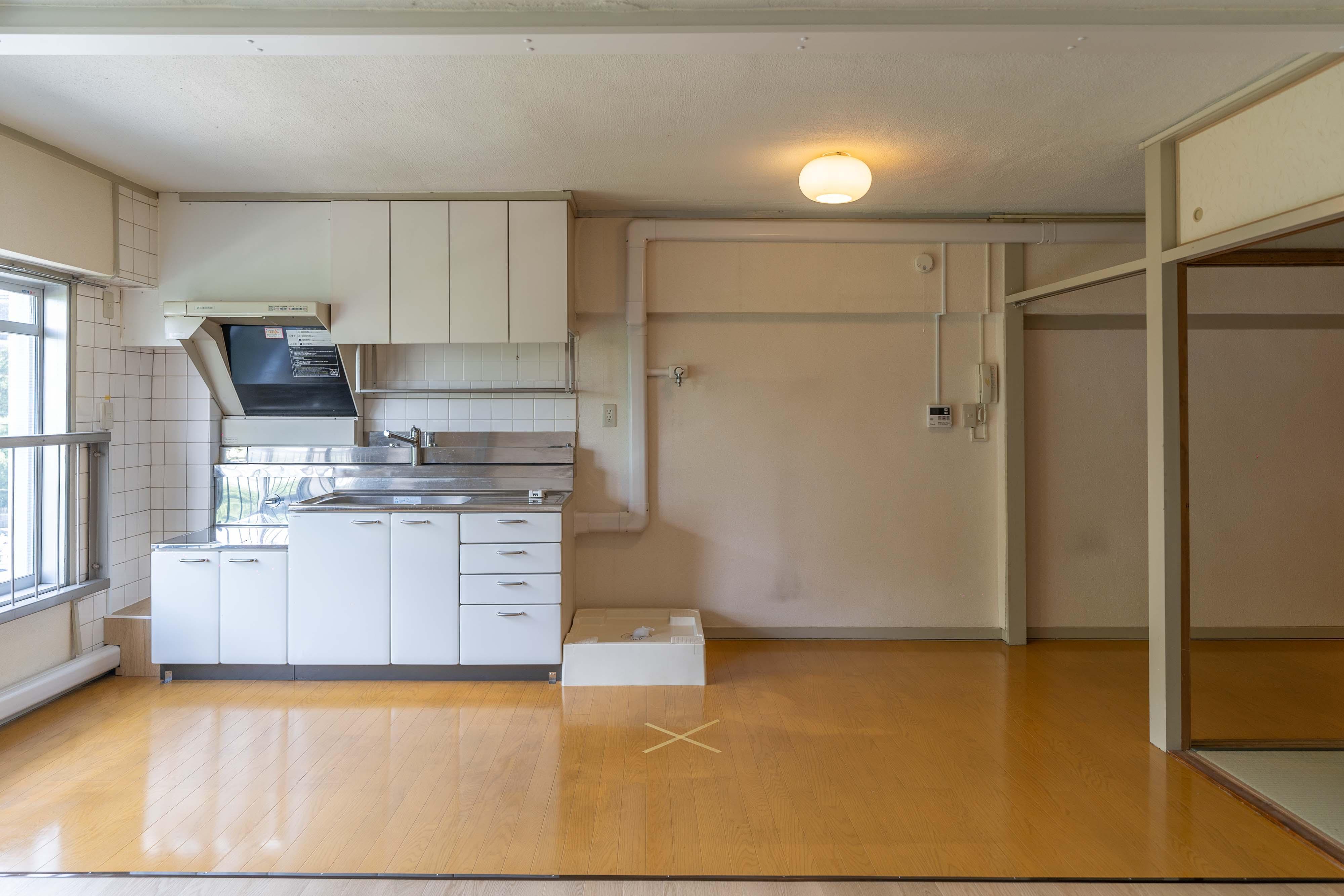 キッチン横に洗濯機置き場。ガスコンロはご用意ください