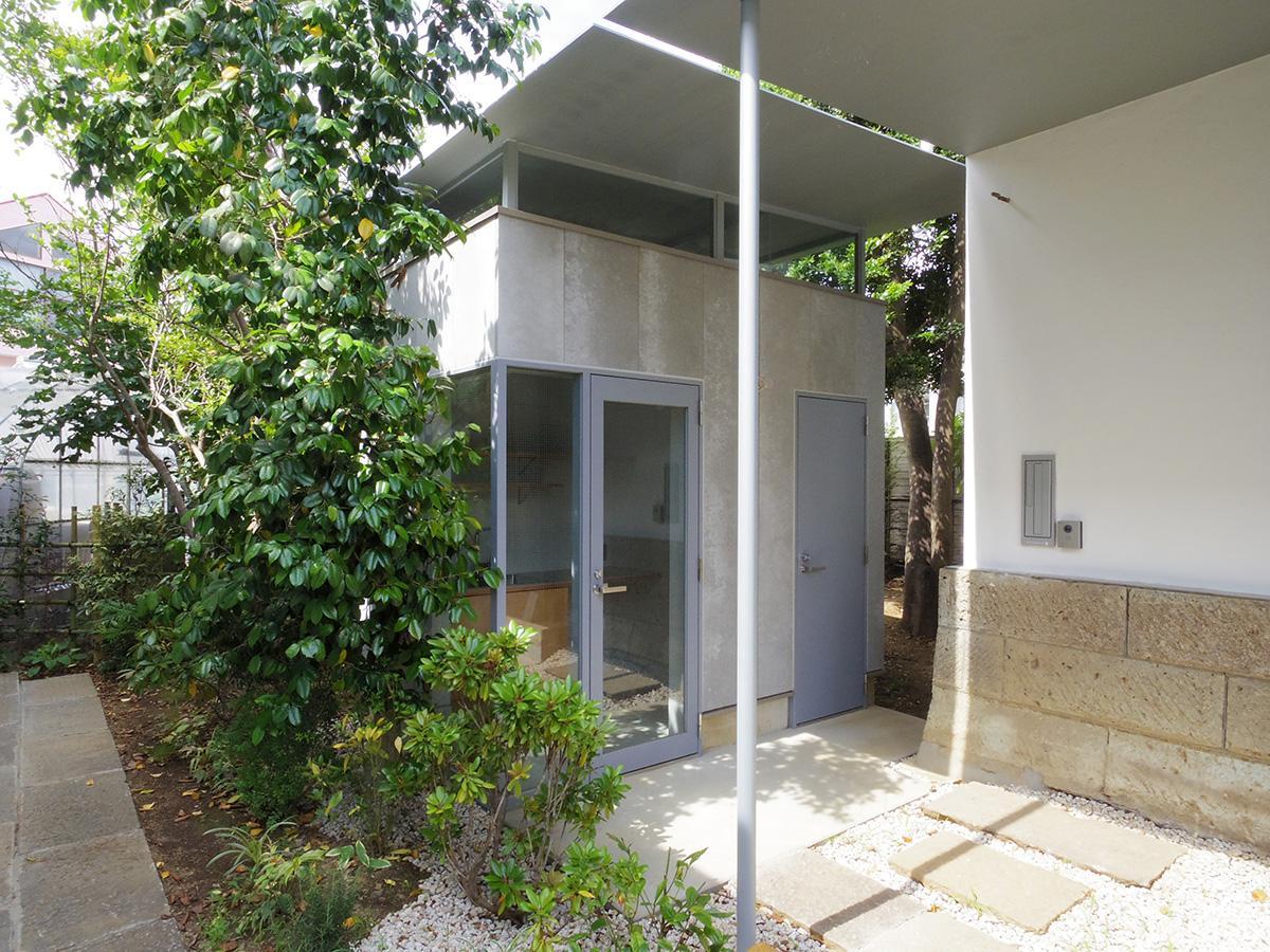 蔵の脇に、専用のトイレとキッチン棟を新設