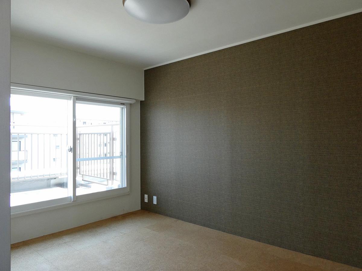 10階6畳洋室:窓の先はルーフバルコニー