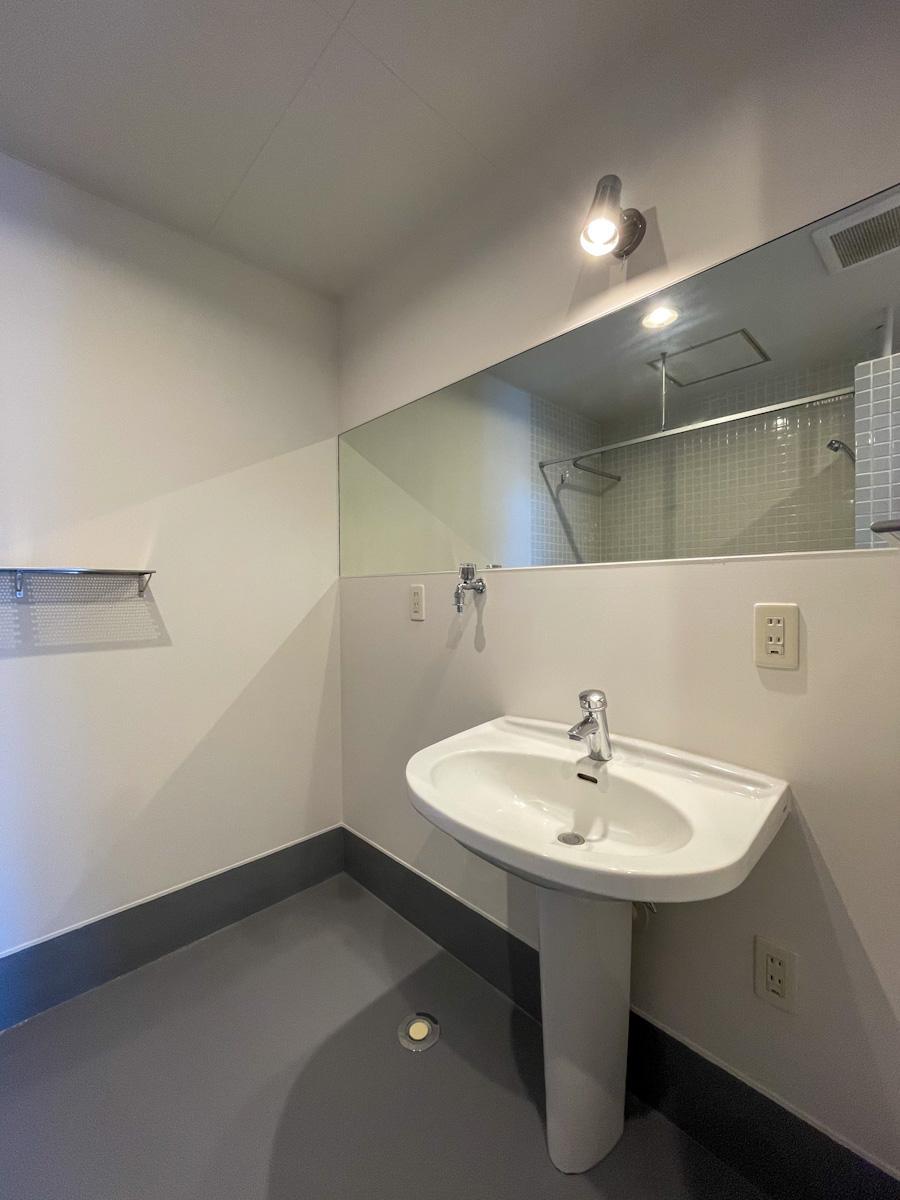 洗面台の隣は洗濯機置き場