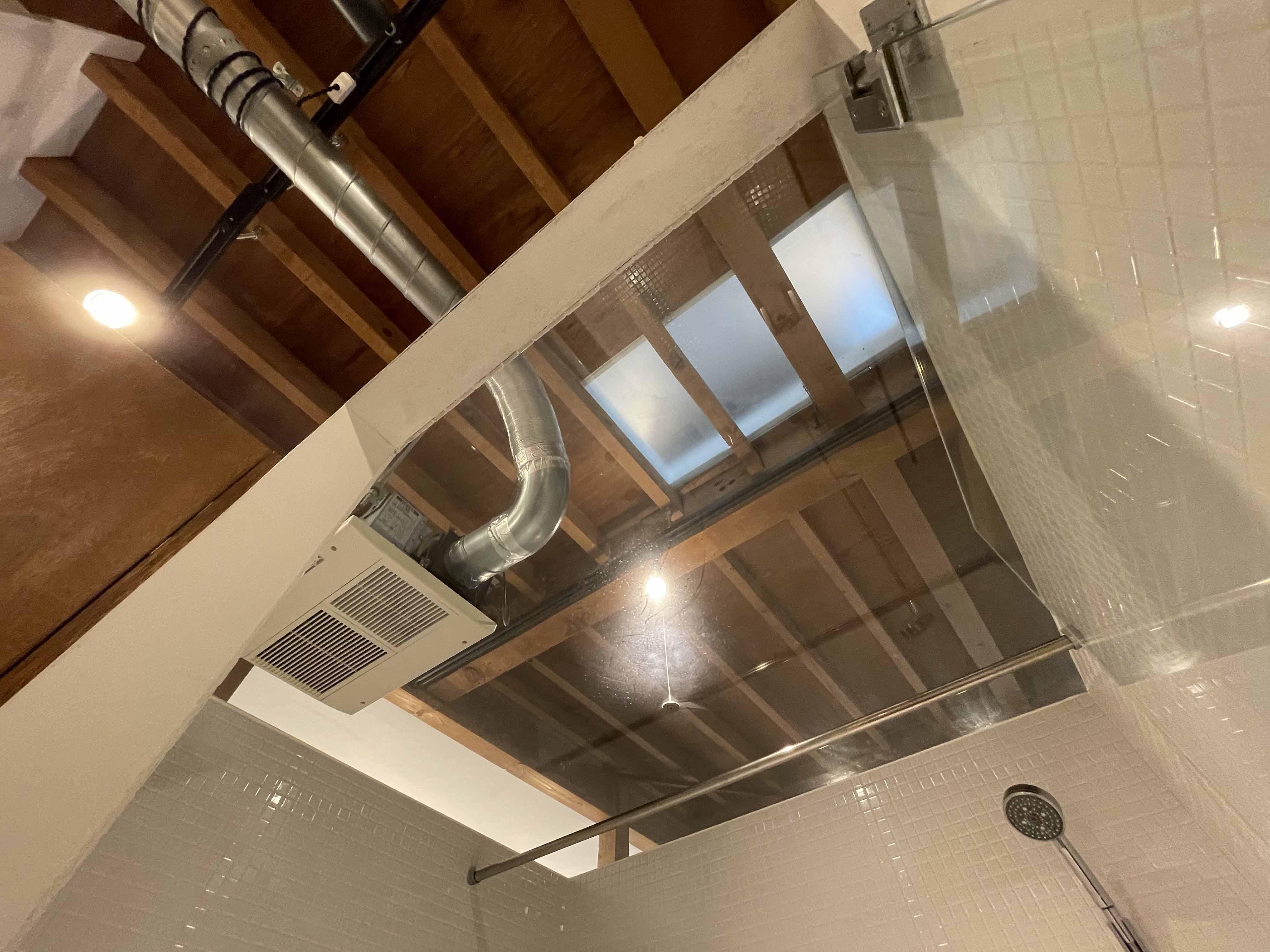 浴室の天井はガラス