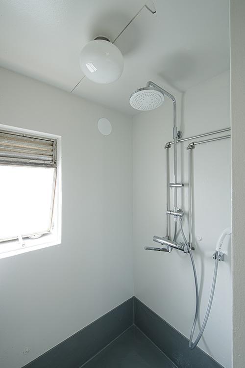 シャワーの配管がかっこいい