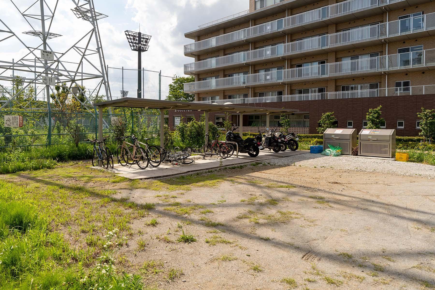 駐輪場およびバイク置き場