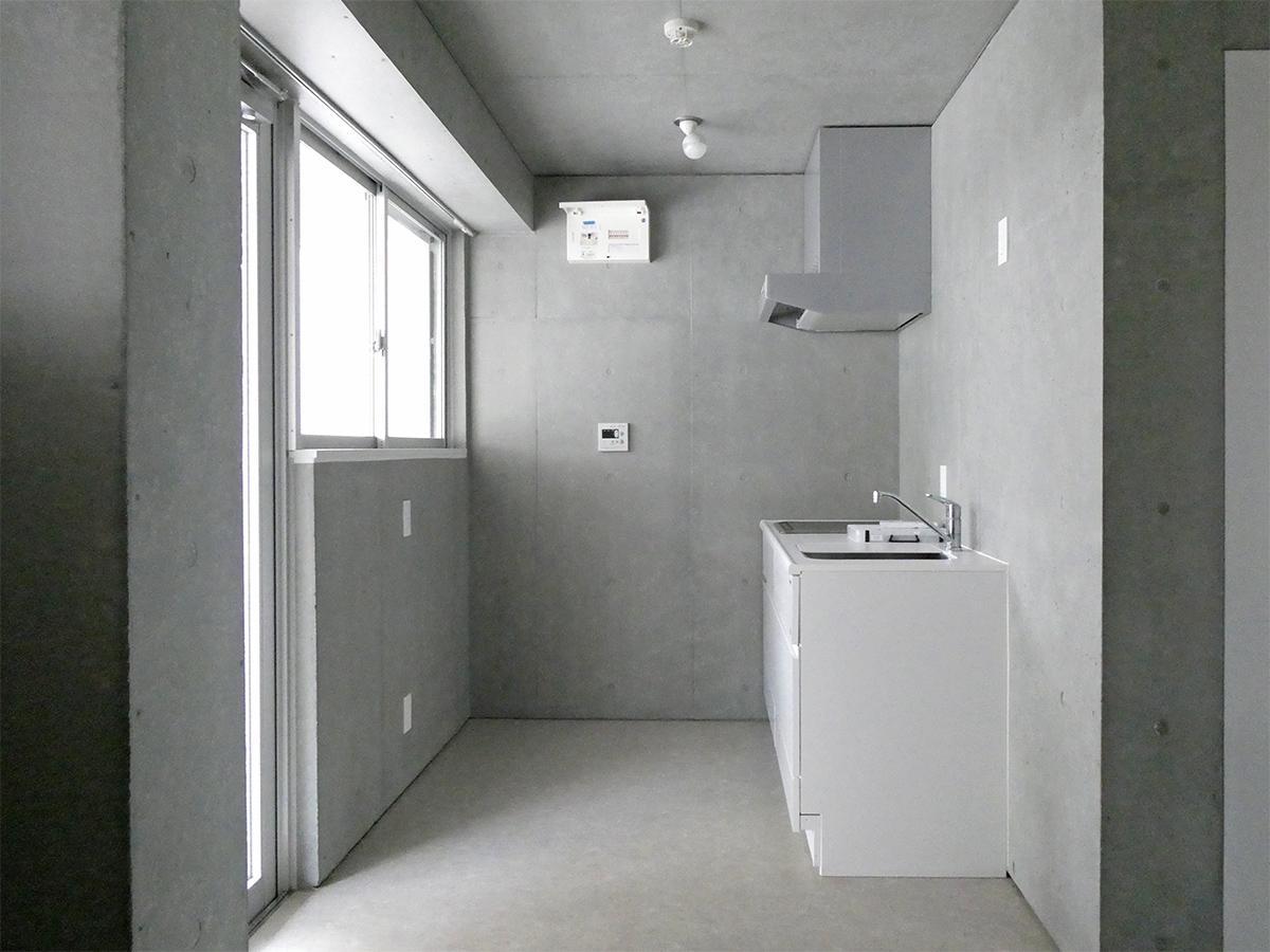 A棟2階5号室:南側洋室。キッチン