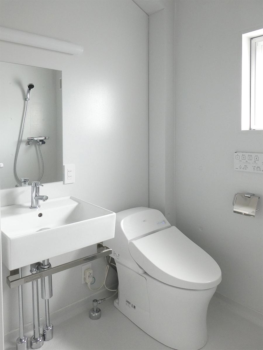 トイレ、洗面。10号室のものですが、どの部屋も同じような仕様