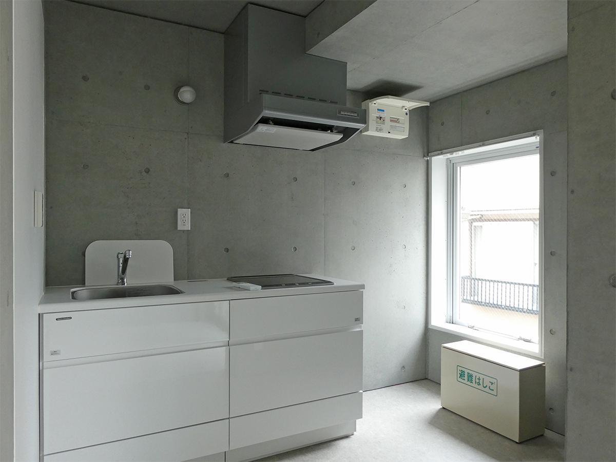 B棟3階19号室:南側キッチン。光が入ります