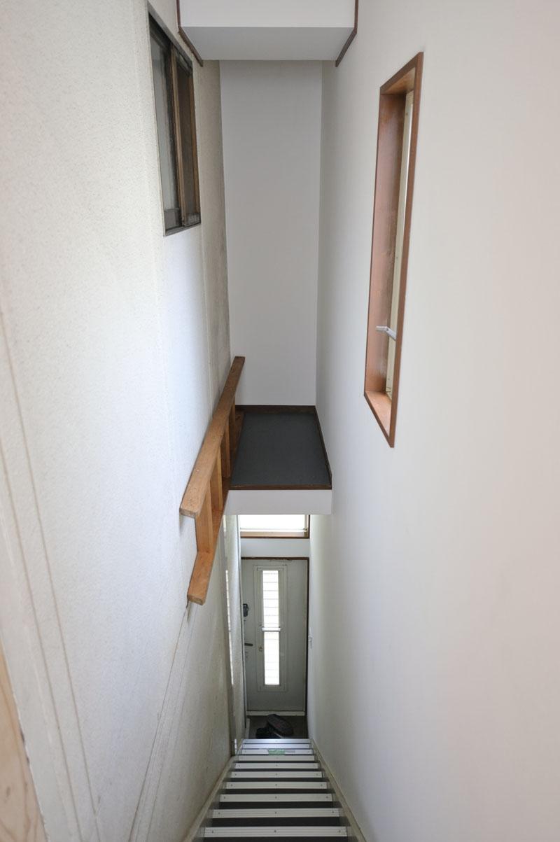 上部に少し物が置けます。取り外しできる階段がついてます