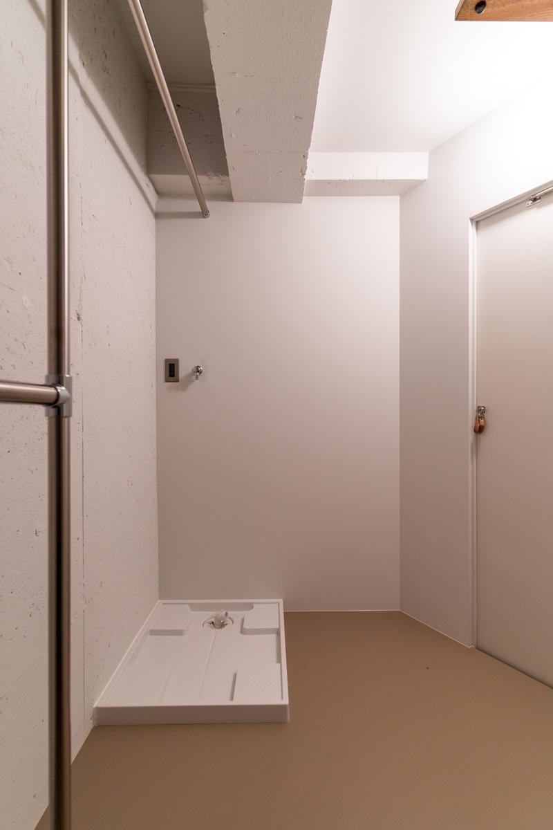 洗濯機置場はウォークインクローゼット内にあります