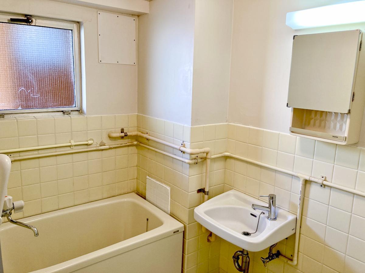 浴室は、洗面台水栓以外は既存のものです