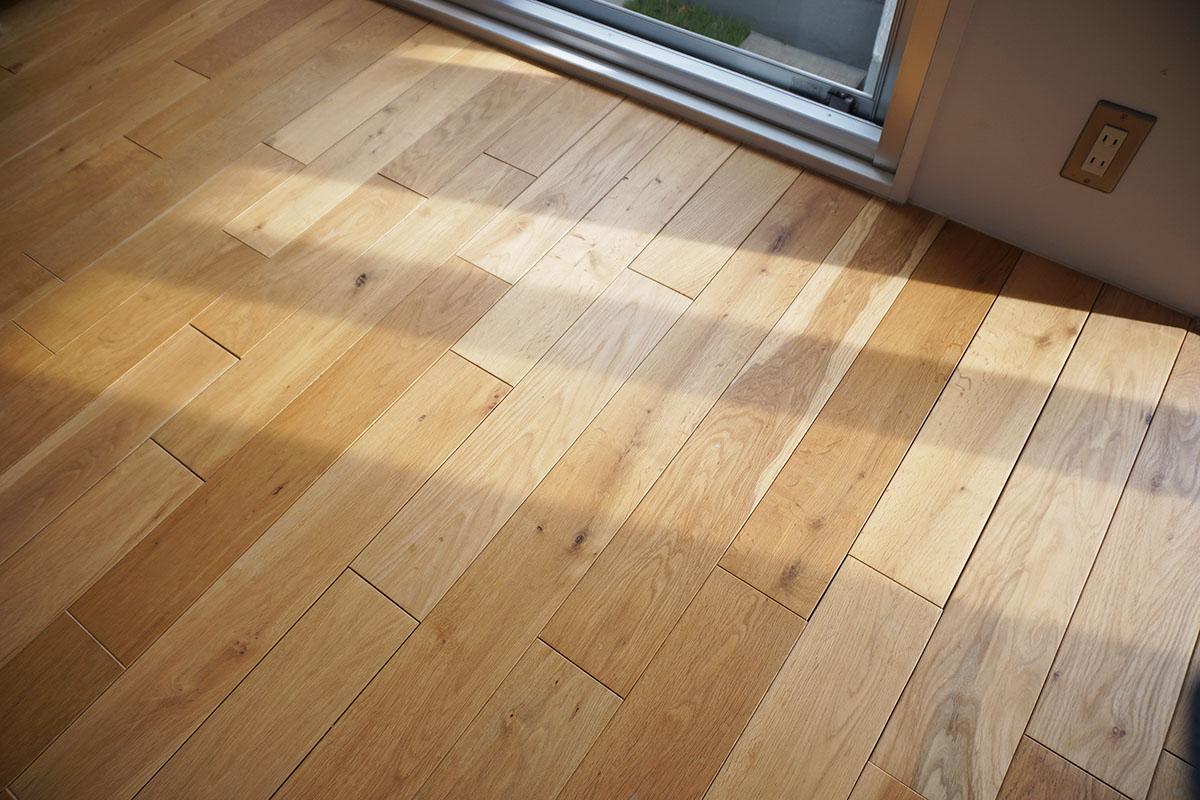 無垢床はナチュラルな色